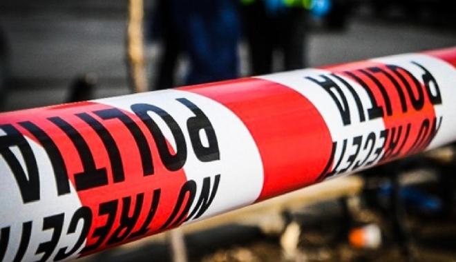 Foto: CRIMĂ ODIOASĂ. Un bărbat i-a tăiat gâtul soţiei cu toporul, apoi i-a dat foc