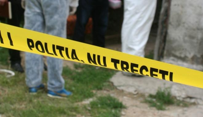 Foto: DESCOPERIRE MACABRĂ! Adolescent de 14 ani, găsit spânzurat în pod