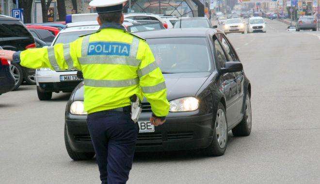 Foto: Copil de 12 ani, depistat de poliţişti la volanul unui autoturism. Proprietarul maşinii, cercetat penal