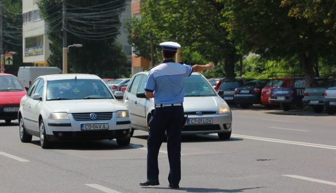 Foto: GALERIE FOTO / Atenţie, şoferi! Rutieriştii au ieşit pe şoselele din Constanţa cu radarele