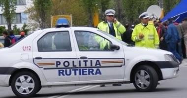 Foto: O femeie a vrut să iasă din ţară cu o maşină înmatriculată în fals