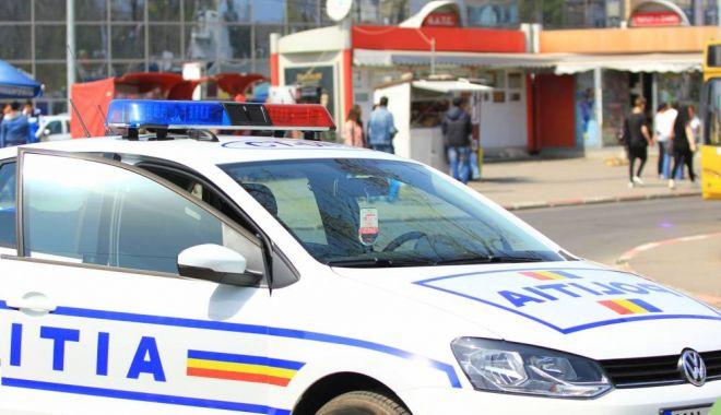 Foto: Patru tineri, prinşi de poliţişti după ce au jefuit trei fete din Constanţa