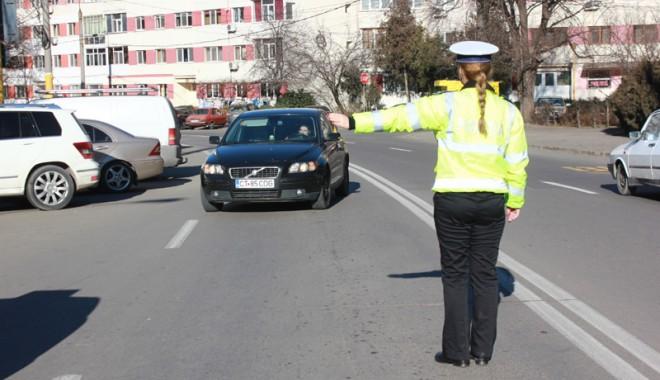 Foto: Razie pe şosele, la Constanţa! Zeci de autoturime, trase pe dreapta