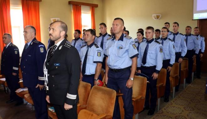 Poliţiştii din Constanţa, încadraţi din sursă externă, au depus jurământul - politiasursaexterna-1468254902.jpg