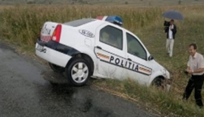 Foto: Poliţişti accidentaţi intenţionat de un hoţ de autoturisme