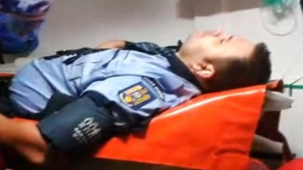 POLIȚIȘTI DIN CONSTANȚA, BĂTUȚI CHIAR ÎN FAȚA SEDIULUI! INDIVIZI BEȚI AU URINAT PE MAȘINA DE POLIȚIE, DUPĂ CARE AU UMILIT-O PE SOȚIA ȘEFULUI DE POST - politie271293300-1508242822.jpg