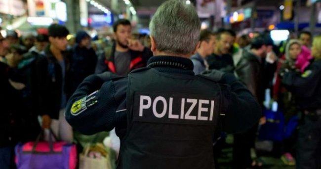 Foto: O GLUMĂ PROASTĂ L-A COSTAT. A spus că soţia sa are o bombă în geantă. Ce a urmat