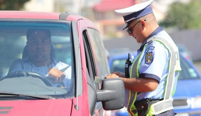 Foto: Aproape o mie de turişti, consiliaţi de poliţiştii români în Bulgaria