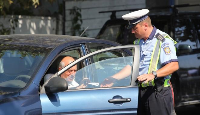 Foto: Sute de şoferi vitezomani, amendaţi de poliţiştii rutieri