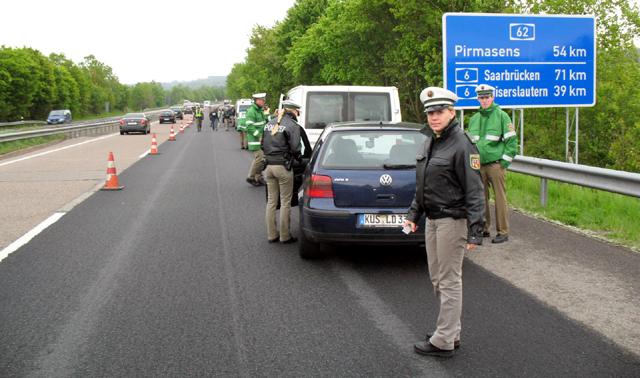 Ce trebuie să faci dacă ți-a fost suspendat permisul în afara țării - politiegermania-1360946582.jpg