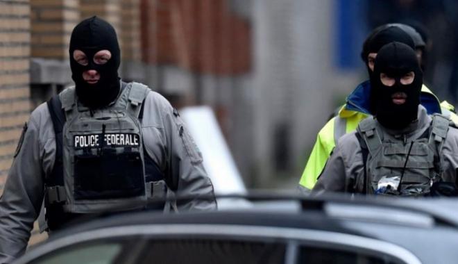 Foto: ALERTĂ în Franţa! Sute de persoane EVACUATE, după descoperirea unei maşini cu 5 butelii de gaz