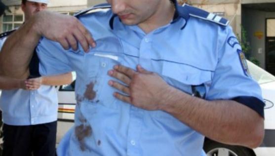 Foto: Scandal de amploare. Poliţist bătut de un scandalagiu
