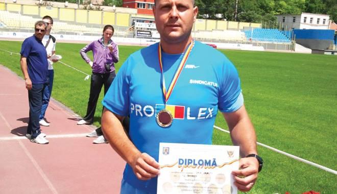 Foto: Poliţist din Mangalia, dublu campion balcanic la atletism