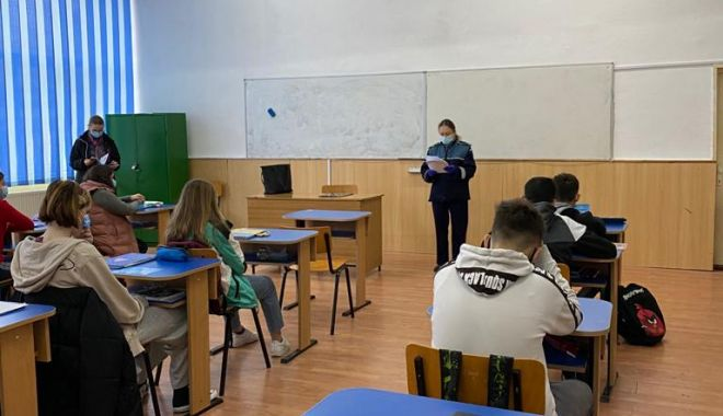 Poliţiştii, activităţi preventive desfăşurate în şcoli şi centre de plasament - politistiactivitati-1614343116.jpg