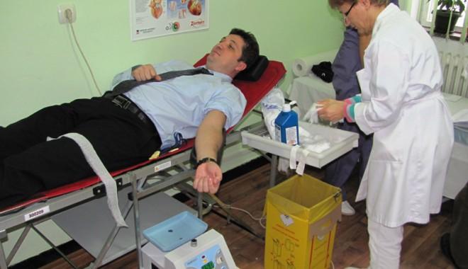Foto: Şeful Poliţiei Constanţa a donat sânge
