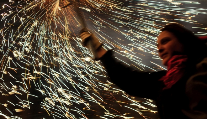 Foto: Poliţiştii, cu ochii pe comercianţii de artificii