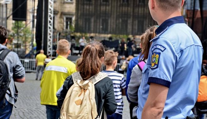 Foto: Poliţiştii au descins în trenuri, la Constanţa şi în restul ţării
