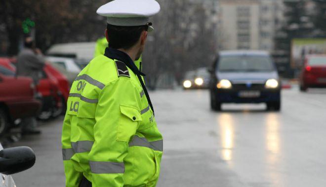 Foto: Poliţiştii locali din Hârşova, înjuraţi ca la uşa cortului