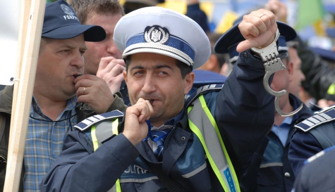 """Foto: Poliţiştii vor ieşi în stradă şi vor picheta sediile PSD. """"Şi-au bătut joc de noi, mint cu dezinvoltură"""""""