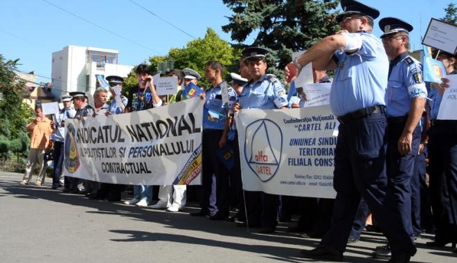 Foto: Poliţiştii vor salarii decente, nu combinaţii sindicale!