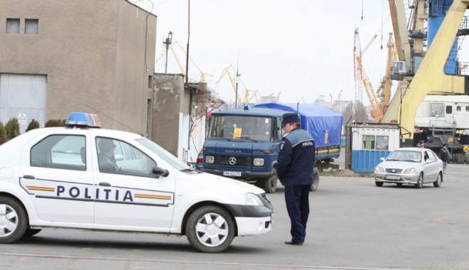 Foto: Poliţia, prestaţiile sociale, porturile, plajele şi cinematografele nu sunt descentralizate