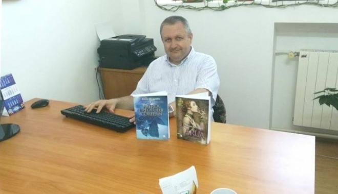 Foto: Poliţist constănţean, pasionat de scrierea romanelor… poliţiste