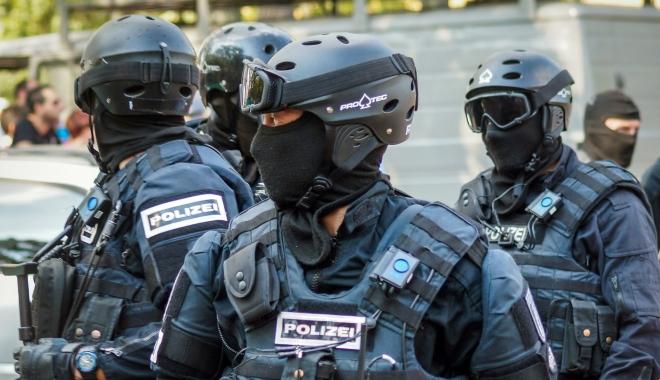Foto: Bărbat bănuit că pregătea un atac cu o bombă artizanală, arestat