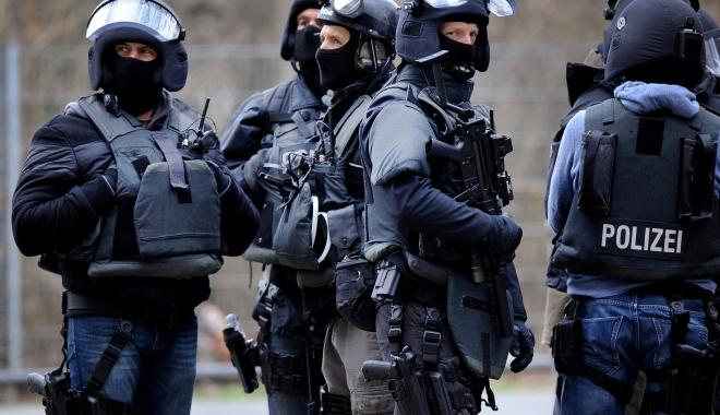 """Foto: Razii la Berlin. Poliţiştii au vizat organizaţia musulmană """"Fussilet 33"""""""