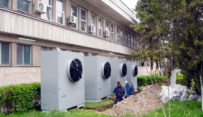 Foto: Spitalul Judeţean va beneficia de un sistem economic de apă caldă