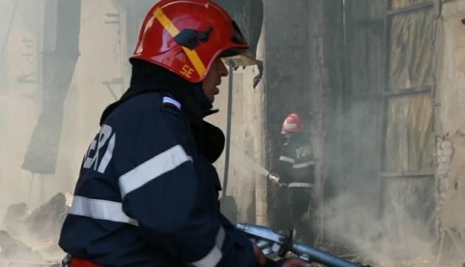 Foto: Pescador în flăcări, în portul Constanţa