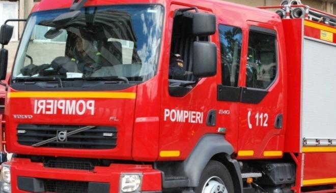 Foto: UPDATE / Pompierii intervin la o deblocare de uşă. Proprietarul nu răspunde de 3 zile