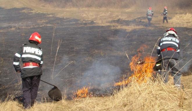 Foto: Pompierii const�n�eni, avertisment pentru cei care-�i incendiaz� terenurile