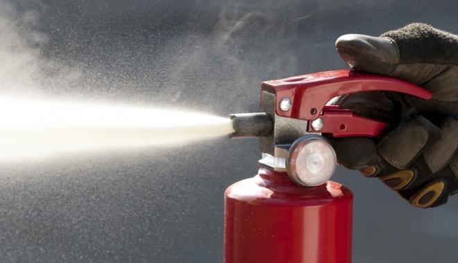 Foto: Pompierii  au dat amenzi �n Satul de Vacan��. Pericol  de incendiu la terasele din zon�