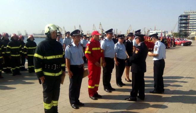 Foto: Pompierii militari, s�rb�tori�i la aniversarea de 168 de ani