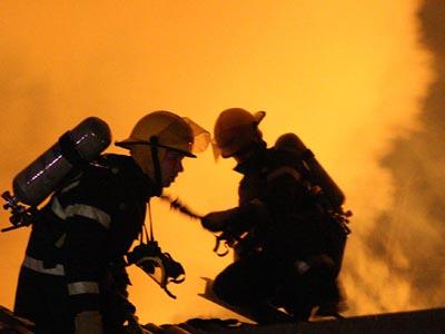 Foto: Incendiu în Lyon,  într-o clădire  ocupată de romi