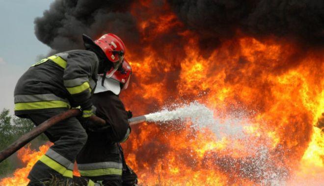 Foto: Incendiu devastator! Restaurant ars aproape în totalitate