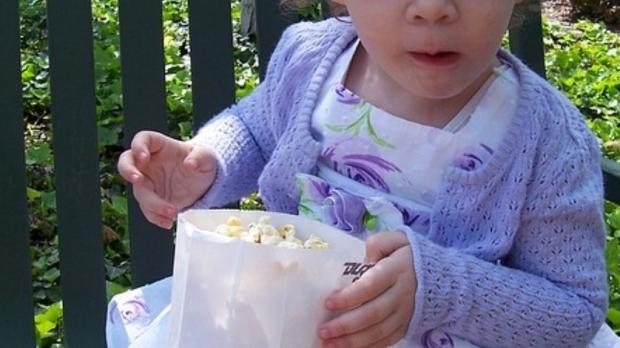 Foto: Copil de un an şi jumătate, MORT din cauza unui grăunte de POPCORN