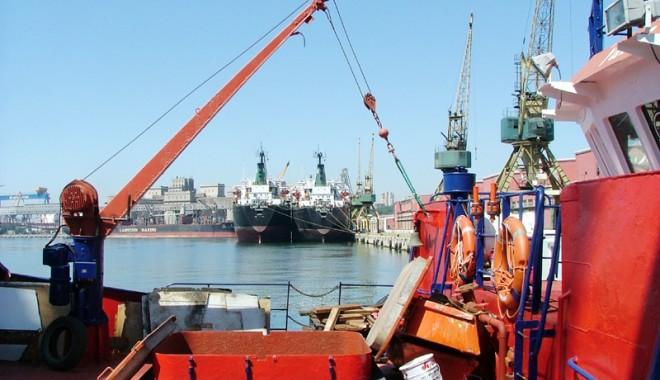 Foto: Traficul de mărfuri  din Marea Neagră scade doar în porturile româneşti