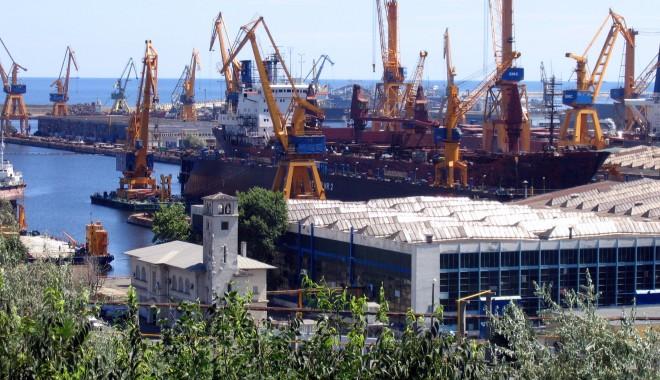Foto: Inspectorii Ministerului Transporturilor au ajuns abia după 14 zile în portul Constanţa