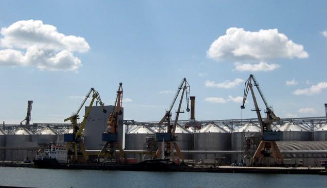 Mari silozari ai portului Constanţa învinuiţi în dosarul tranzacţiilor cu cereale