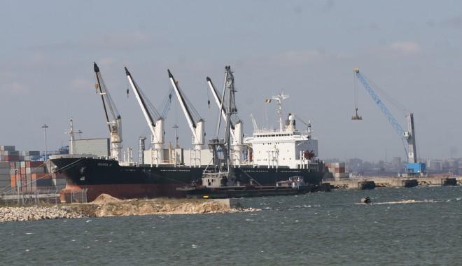 Foto: 87 de nave şi-au anunţat sosirea în porturile româneşti