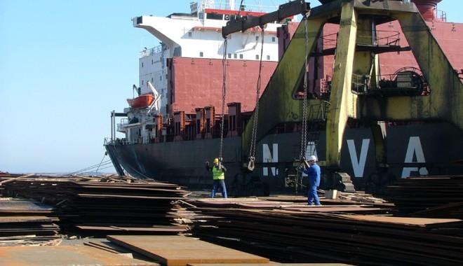 Foto: Navele străine sunt afectate de greva din portul Constanţa