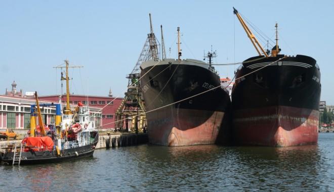 Foto: Porturile Constanţa şi Mangalia: 39 de nave sub operaţiuni de încărcare - descărcare