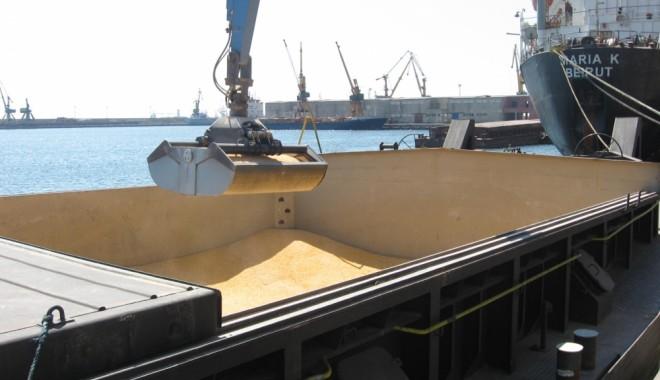 Foto: Porturile Constanţa şi Midia: 33 de nave sub operaţiuni de încărcare - descărcare