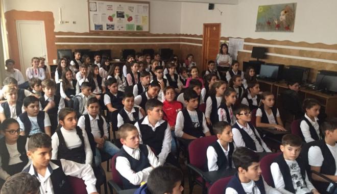 Foto: Porţi deschise la o şcoală din Năvodari