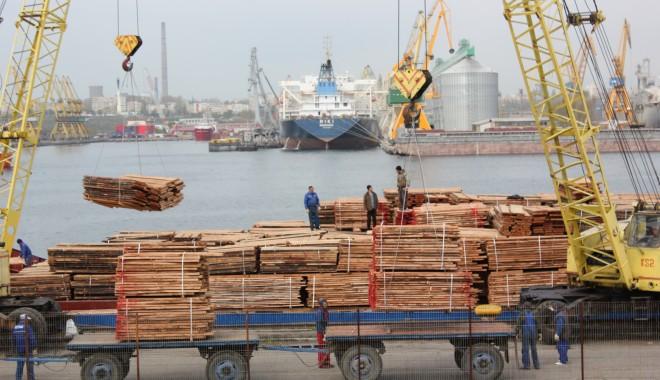 Foto: Porturile Constanţa şi Midia: 41 de nave sub operaţiuni de încărcare - descărcare