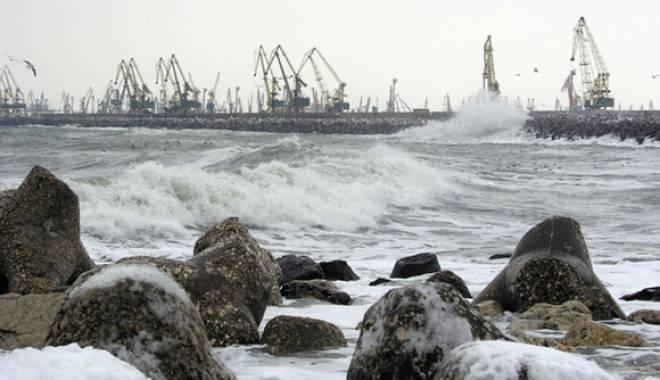 Foto: Portul Midia, închis din cauza vântului puternic
