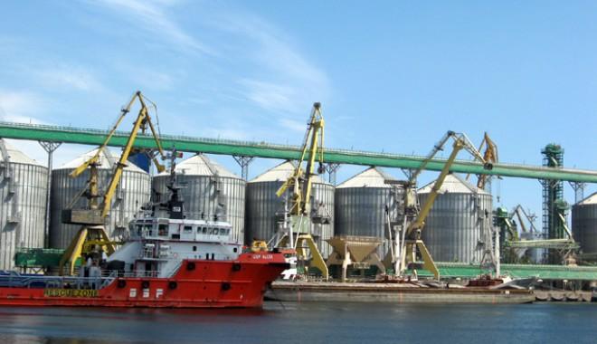 Foto: Portuarii au câştigat că n-au ascultat de japonezi