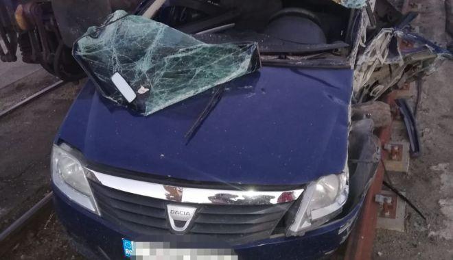 Foto: Mașină lovită de tren în Portul Constanța