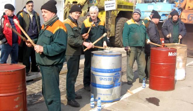Foto: Portuarii r�spund acuza�iilor CNAPMC